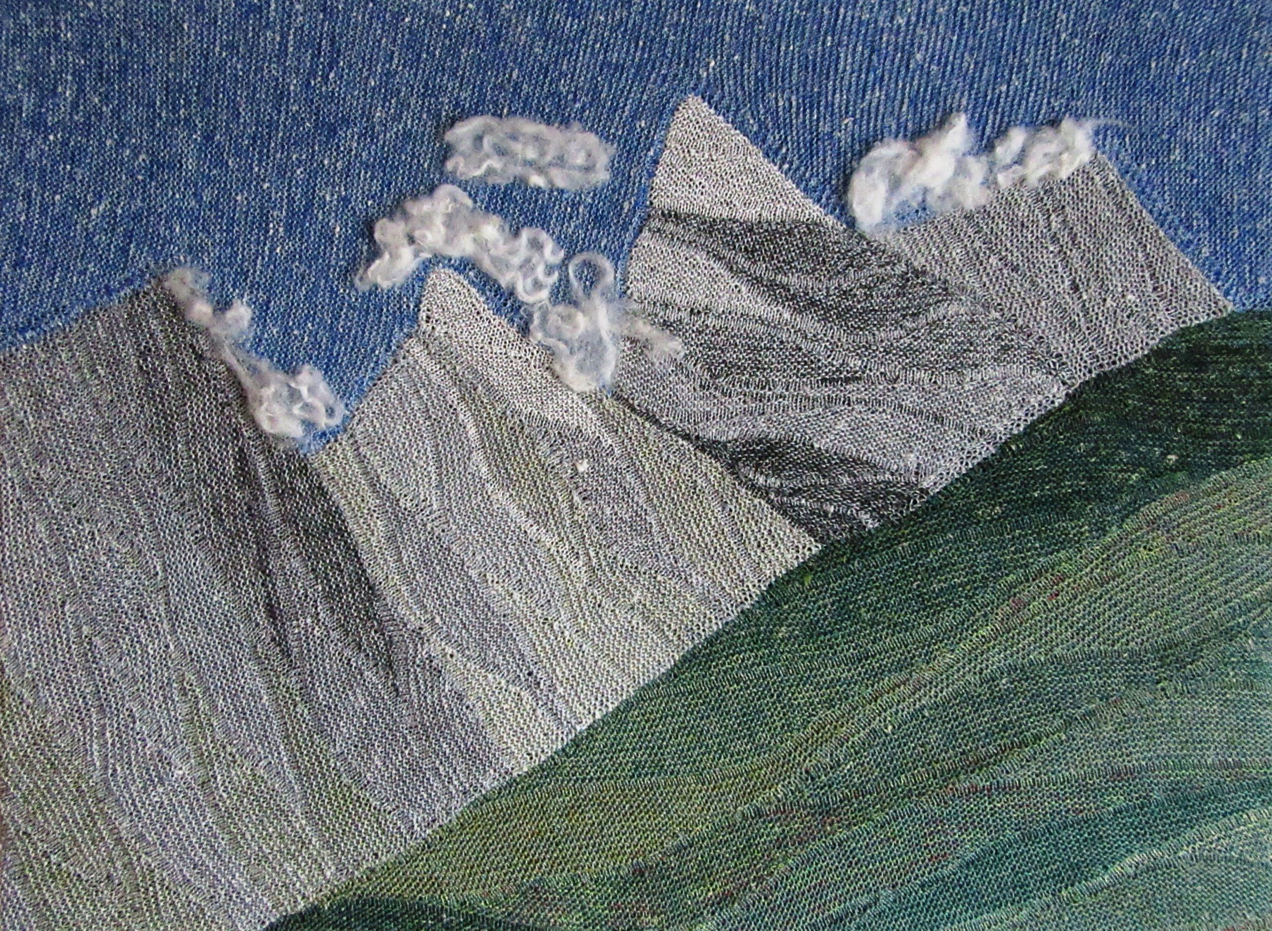 """Gabriele Tippel Hier sieht man mein gestticktes Wandbild """"Die Wolken lösen sich auf"""" in KolugeStrickArt"""