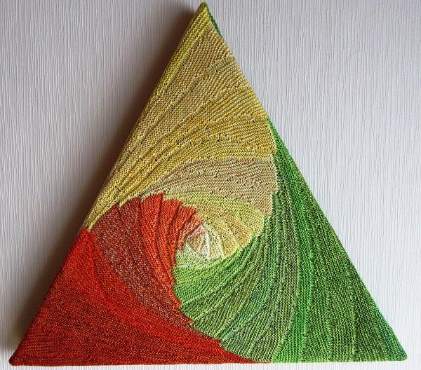 Gabriele Tippels gestrickter Farbenwirbel in KlugeStrickArt gelb-orange-grün