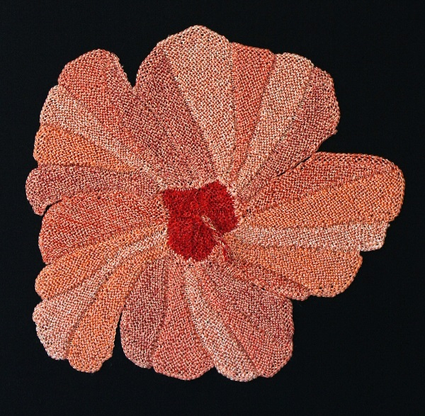 Gabriele Tippel - meine rosa Hibiskusblüte gestrickt in KlugeStrickArt in einer Runde