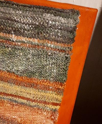 Gabriele Tippel - Hier sieht man eine Ecke eines aufkaschierten Strickbildes auf bemaltem Rahmen